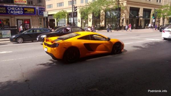 USA - Chicago - żółty samochód sportowy na ulicy - czerwiec 2013
