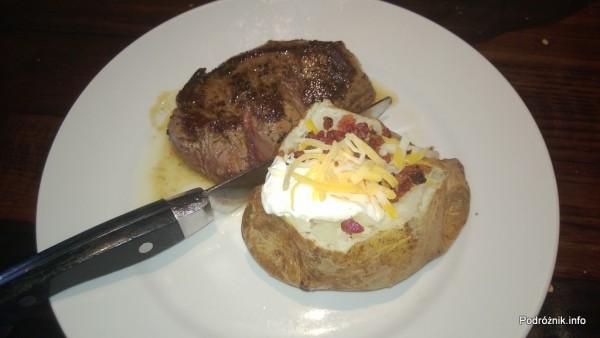 USA - przedmieścia Chicago - Longhorn Steaks - stek - filet z pieczonym ziemniakiem - czerwiec 2013