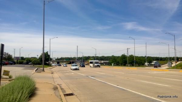 USA - przedmieścia Chicago - szeroka droga - czerwiec 2013