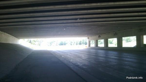 USA - przedmieścia Chicago - pod wiaduktem autostrady - czerwiec 2013