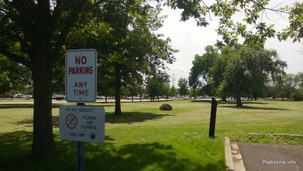 USA - przedmieścia Chicago - Busse Woods - ostrzeżenie o karze za zrywanie roślin i kwiatów - czerwiec 2013