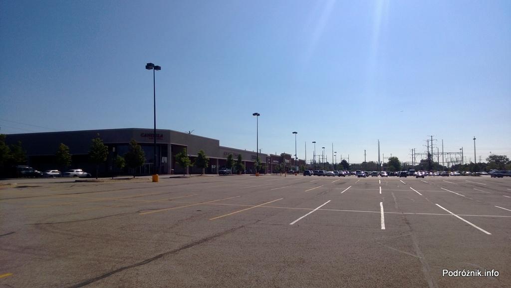 USA - przedmieścia Chicago - duży parking - czerwiec 2013