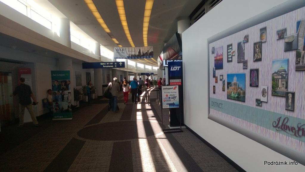 USA - Chicago O'Hare International Airport - Terminal 5 - korytarz - czerwiec 2013