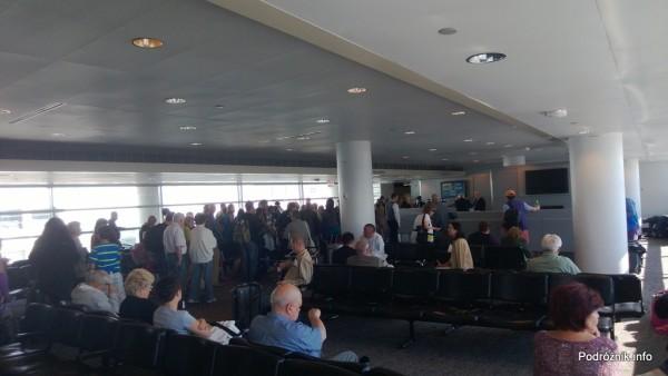 USA - Chicago O'Hare International Airport (ORD) - przy bramce Polskich Linii Lotniczych LOT (LO) - czerwiec 2013