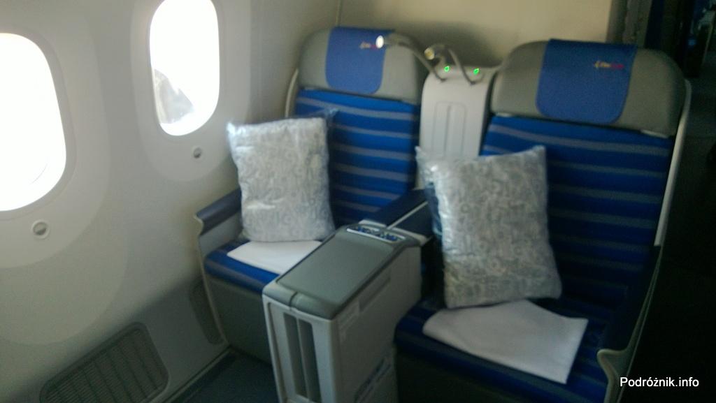 Polskie Linie Lotnicze LOT - Boeing 787 Dreamliner (SP-LRA) - Klasa Biznes (Elite Club) - fotele - czerwiec 2013