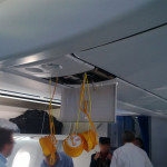 Polskie Linie Lotnicze LOT - Boeing 787 Dreamliner (SP-LRA) - Klasa Biznes (Elite Club) - maski tlenowe zbliżenie - czerwiec 2013