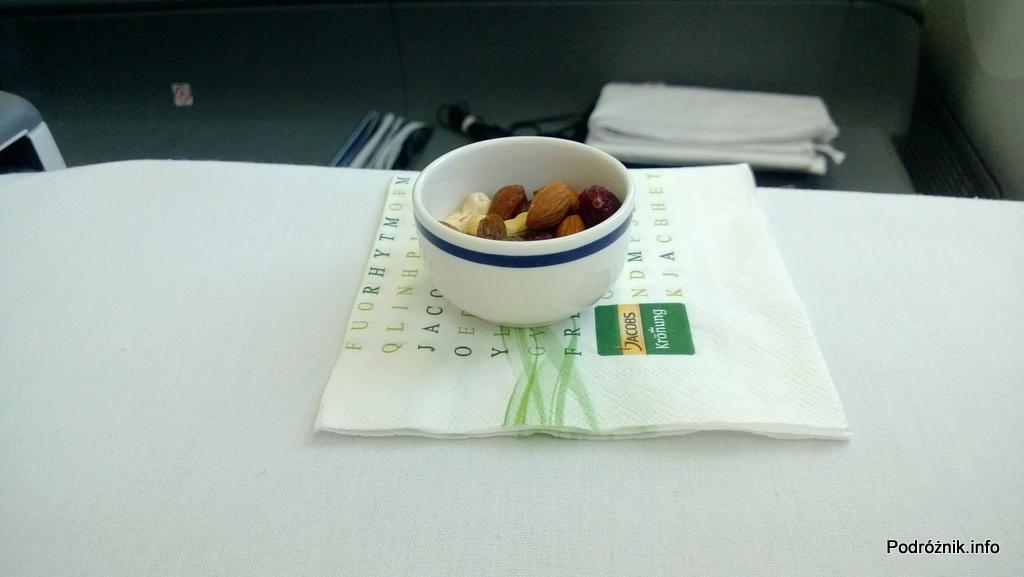 Polskie Linie Lotnicze LOT - Boeing 787 Dreamliner (SP-LRA) - Klasa Biznes (Elite Club) - bakalie - czerwiec 2013