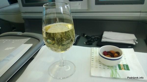 Polskie Linie Lotnicze LOT - Boeing 787 Dreamliner (SP-LRA) - Klasa Biznes (Elite Club) - szampan i bakalie - czerwiec 2013