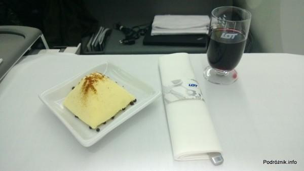 Polskie Linie Lotnicze LOT - Boeing 787 Dreamliner (SP-LRA) - Klasa Biznes (Elite Club) - kieliszek porto i deser - czerwiec 2013