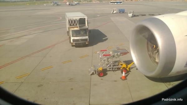 Polska - Warszawa - Lotnisko Chopina - widok z okna 787 Dreamliner (SP-LRA) - czerwiec 2013