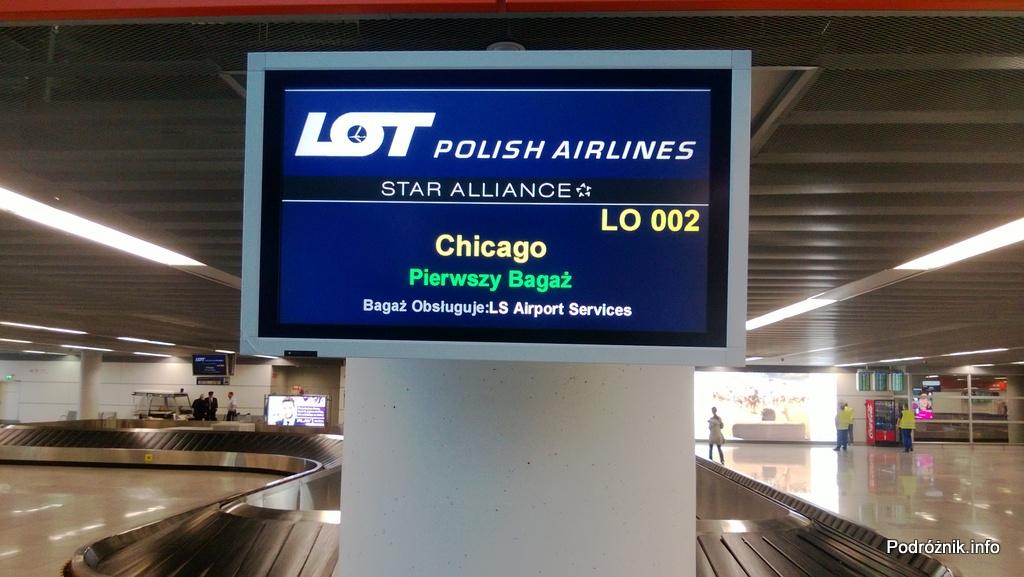 Polska - Warszawa - Lotnisko Chopina - ekran informacyjny nad karuzelą bagażową - czerwiec 2013