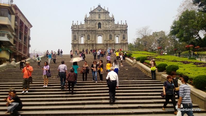 Chiny - Makao - schody przed ruinami katedry św. Pawła - kwiecień 2013