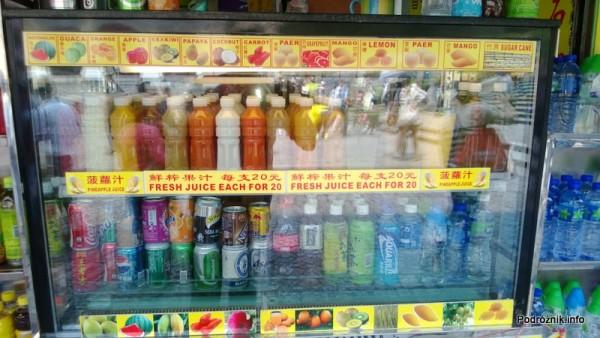 Chiny - Makao - świeże soki w butelkach z azjatyckich owoców i warzyw - kwiecień 2013