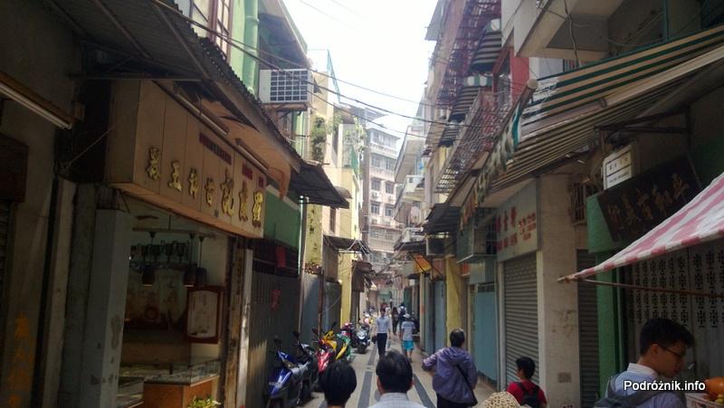 Chiny - Makao - wąska ulica w okolicach historycznego centrum - kwiecień 2013
