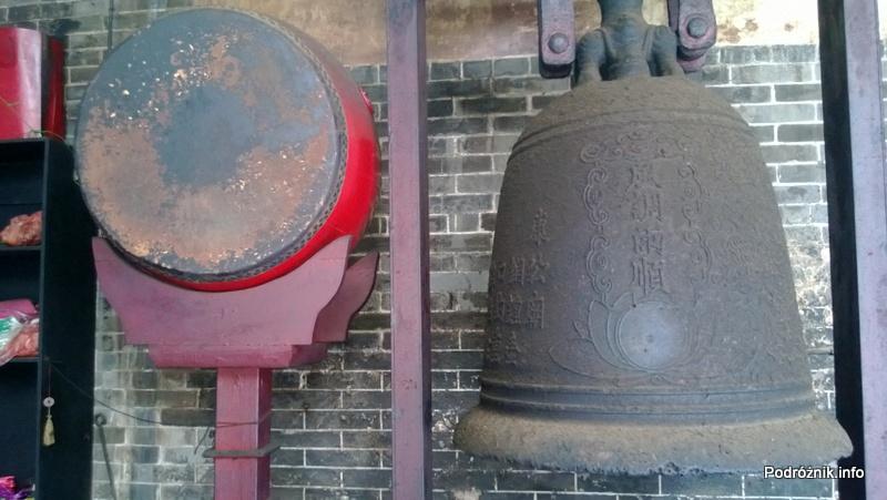 Chiny - Makao - dzwon w Hong Kung Miu Temple - kwiecień 2013