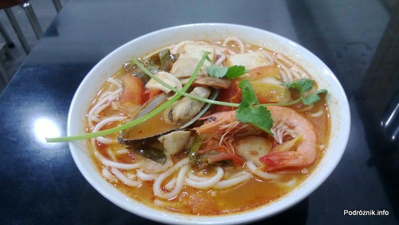 Chiny - Makao - tajska zupa z krewetkami i małżami - kwiecień 2013