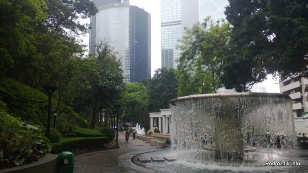 Chiny - Hongkong  - Hong Kong Park - fontanna - kwiecień 2013