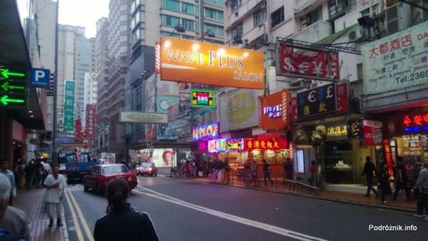 Chiny - Hongkong - Koulun (Kowloon) - ulica z neonami - kwiecień 2013