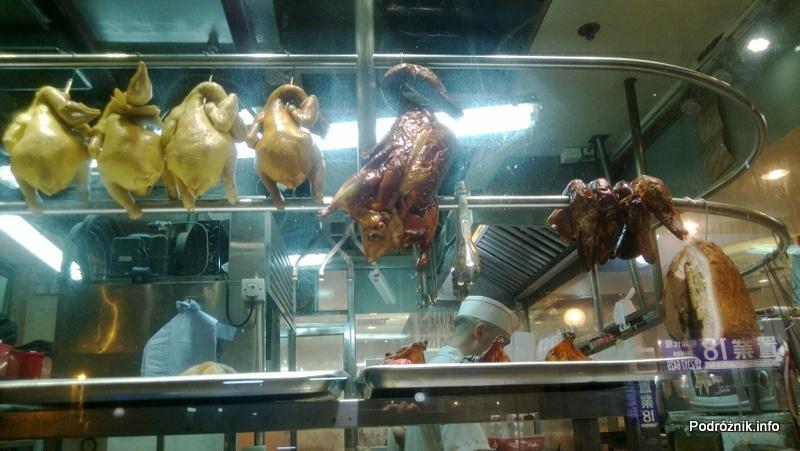 Chiny - Hongkong - obcięte kacze dzioby i kaczki na hakach po upieczeniu - kwiecień 2013