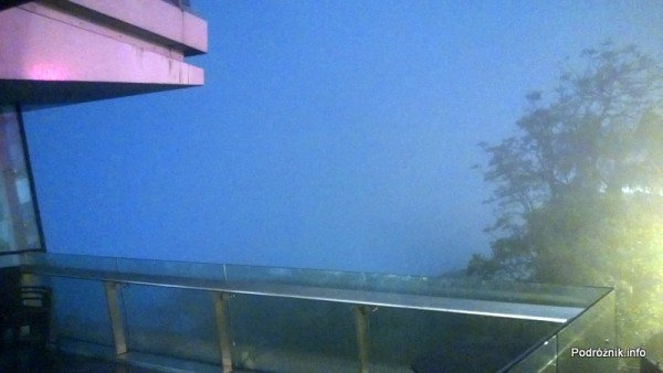 Chiny - Hongkong - Wzgórze Wiktorii (The Peak) - mgła - kwiecień 2013