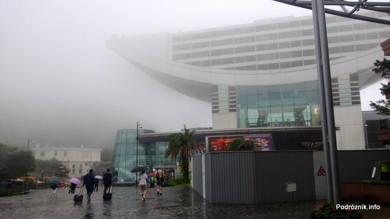 Chiny - Hongkong - Wzgórze Wiktorii (The Peak) - budynek ze sklepami, restauracjami i tarasem widokowym - kwiecień 2013