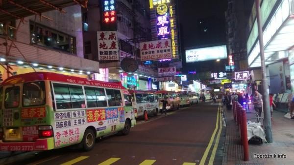 Chiny - Hongkong - busy dowożące turystów w okolice bazaru - kwiecień 2013