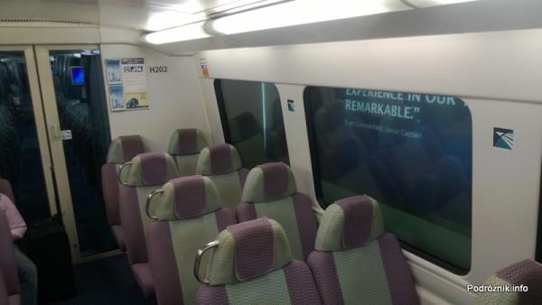 Chiny - Hongkong - wnętrze pociągu kursującego na lotnisko - kwiecień 2013