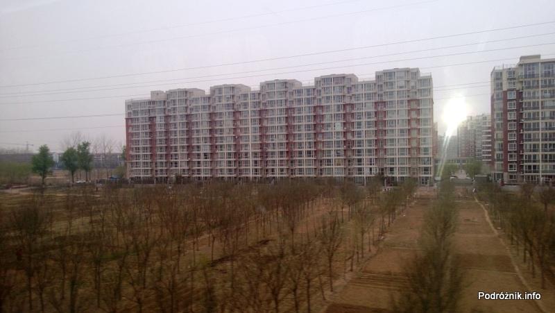 Chiny - Pekin - Airport Express - widok z okna - blokowisko - kwiecień 2013