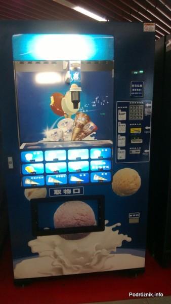 Chiny - Pekin - automat do lodów - kwiecień 2013