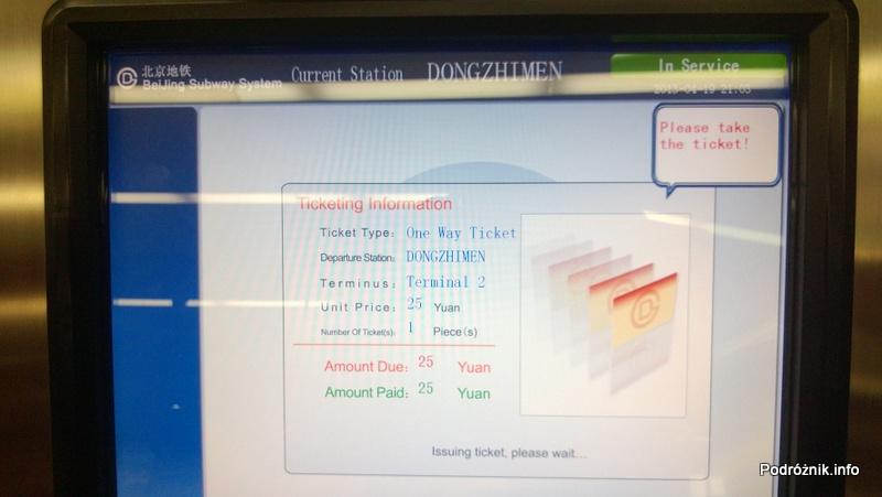 Chiny - Pekin - dworzec kolejowy Dongzhimen - ekran automatu do sprzedaży biletów na Airport Express - kwiecień 2013