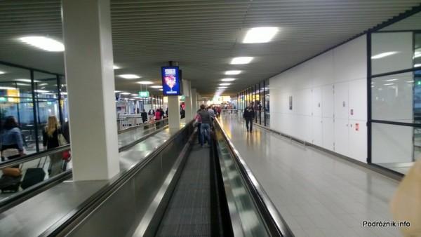 Holandia - Lotnisko w Amsterdamie - Amsterdam Airport Schiphol - ruchomy chodnik - kwiecień 2013