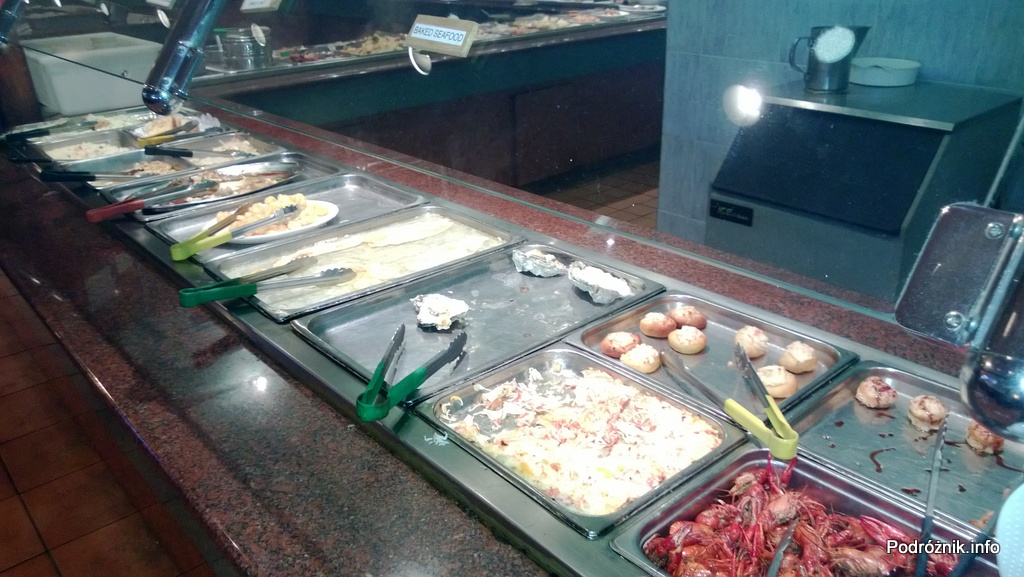 USA - Metairie przedmieścia Nowego Orleanu - Oki Nago Japanese Seafood Buffet - ostrygi oraz raki i inne dania z owoców morza na ciepło - czerwiec 2013