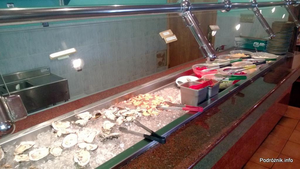 USA - Metairie przedmieścia Nowego Orleanu - Oki Nago Japanese Seafood Buffet - na zimno ostrygi i krewetki oraz galaretki i owoce - czerwiec 2013