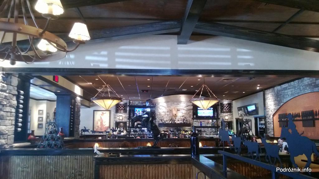 USA - przedmieścia Chicago - Longhorn Steaks - bar - czerwiec 2013