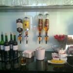 Polska - Warszawa - Lotnisko Chopina - LOT Business Lounge Polonez - alkohole - maj 2014