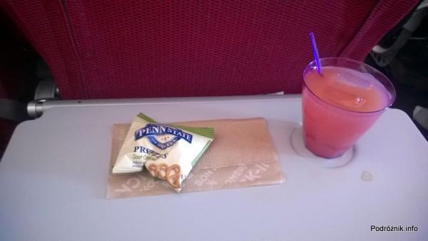 Virgin Atlantic (VS) - Airbus A330 - G-VWAG (Miss England) - przegryzka i cocktail w klasie ekonomicznej - maj 2014