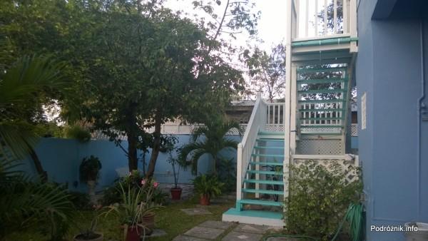 Barbados - niebieska willa - przydomowy ogródek - maj 2014