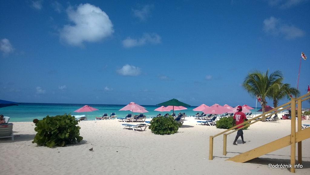 Barbados - Dover Beach - leżaki i parasole na plaży - maj 2014