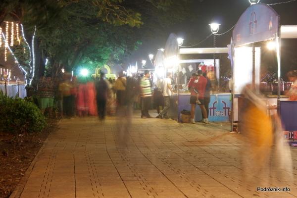 Goa  - Panaji nocą - kramiki z jedzeniem przy terenach festiwalu filmowego - listopad 2014