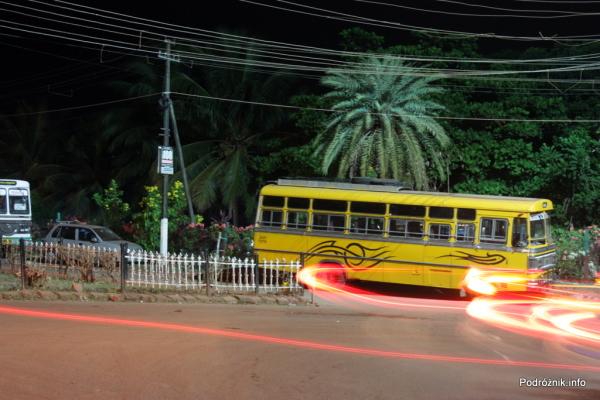 Goa  - Panaji nocą - lokalny autobus - listopad 2014