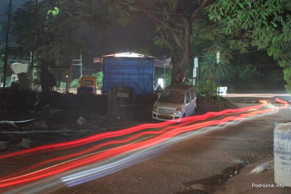 Goa  - Panaji nocą - ślady świateł na wyboistej drodze - listopad 2014