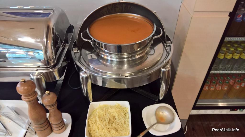 Polska - Warszawa - Lotnisko Chopina - LOT Business Lounge Polonez - marzec 2017 – zupa pomidorowa