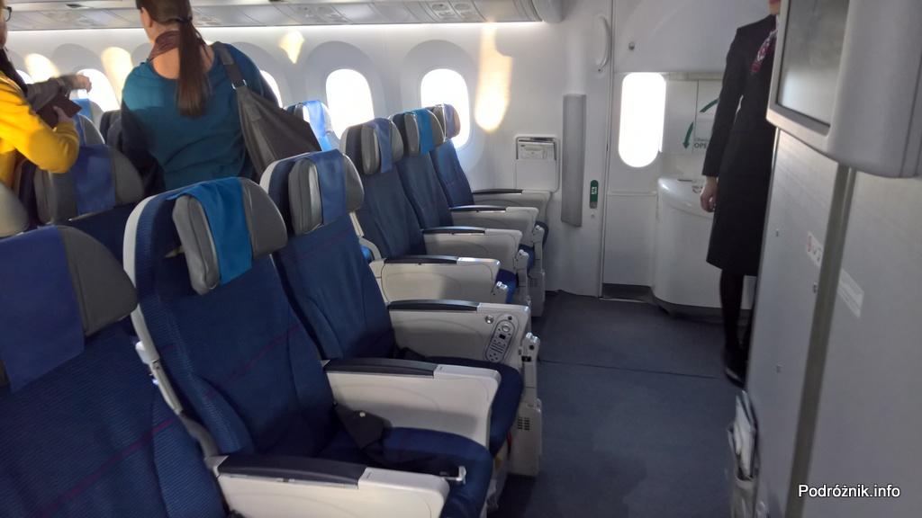 Polskie Linie Lotnicze LOT – Boeing 787 Dreamliner (SP-LRB) – klasa ekonomiczna - miejsca przy wyjściu ewakuacyjnym - marzec 2017