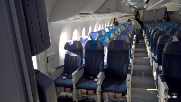 Polskie Linie Lotnicze LOT – Boeing 787 Dreamliner (SP-LRB) – klasa ekonomiczna - tył samolotu - marzec 2017