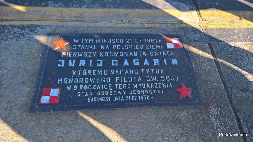 Polska - Babimost - Port Lotniczy Zielona Góra - tablica upamiętniająca wizytę Jurija Gagarina 21 lipca 1961 roku - wrzesień 2017