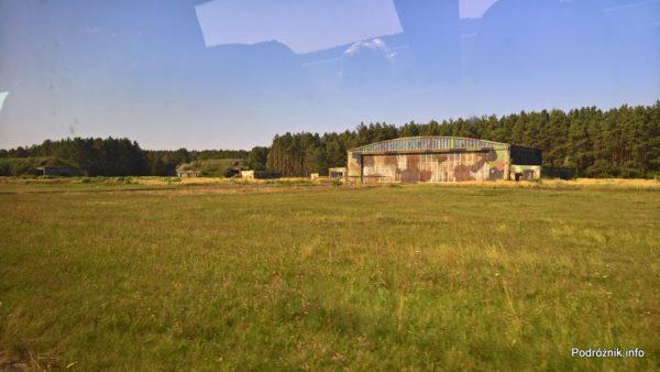 Polska - Babimost - Port Lotniczy Zielona Góra - hangar w barwach maskujących - wrzesień 2017