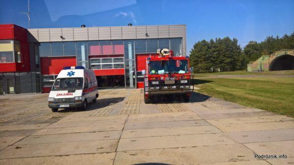 Polska - Babimost - Port Lotniczy Zielona Góra - przed budynkiem lotniskowej straży pożarnej - wrzesień 2017
