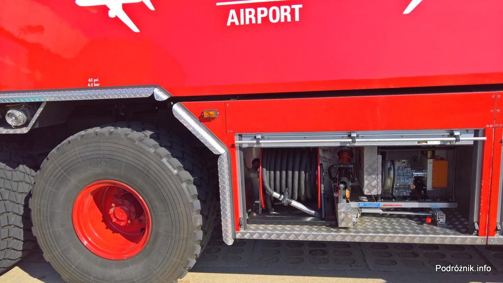 Polska - Babimost - Port Lotniczy Zielona Góra - samochód gaśnieczy GCBAPr Elage Titan SIX 6x6 - prawa strona wyposażenie - wrzesień 2017