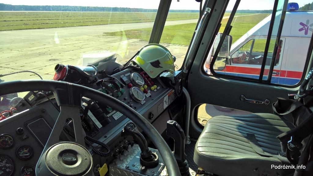 Polska - Babimost - Port Lotniczy Zielona Góra - samochód gaśnieczy GCBAPr Elage Titan SIX 6x6 - kabina - wrzesień 2017