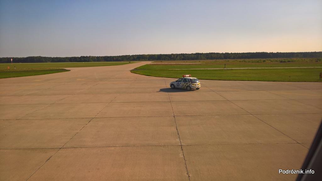 Polska - Babimost - Port Lotniczy Zielona Góra - Embraer 175 - samochód follow me - wrzesień 2017